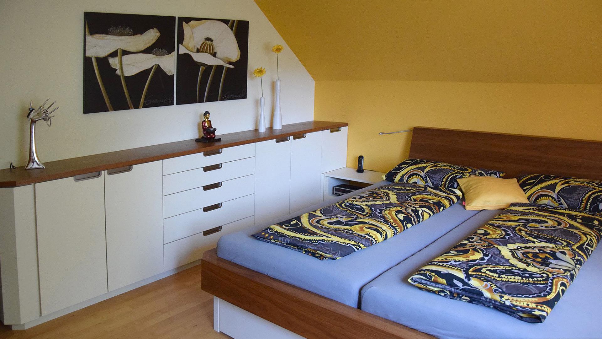 schreinerei julian grimm ideen mit holz der schreiner in fellbach schlafzimmer nussbaum. Black Bedroom Furniture Sets. Home Design Ideas